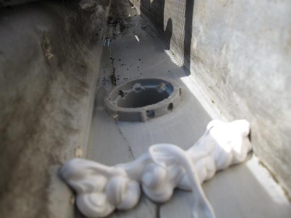 gutter fitting and dam made of caulk